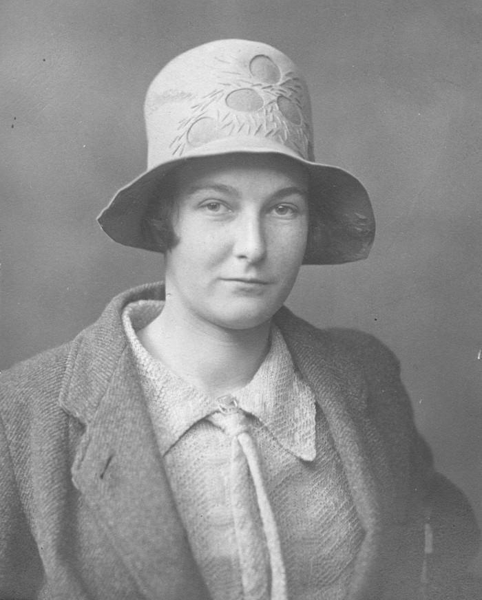 conservative-diffusionist Jacquetta Hawkes